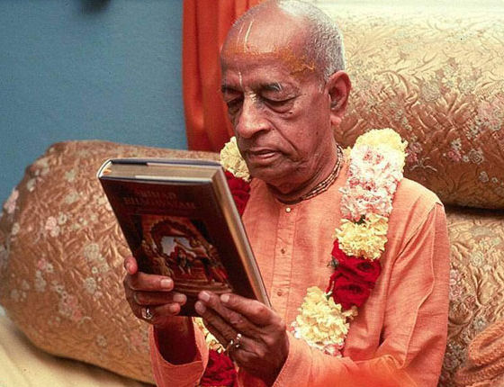 Srila Prabhupada reading his own books